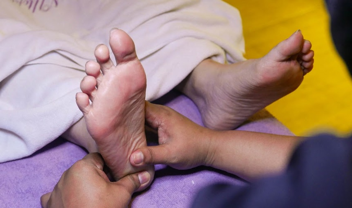 Foot Spa with Pedicure and 30-Min Foot Reflexology