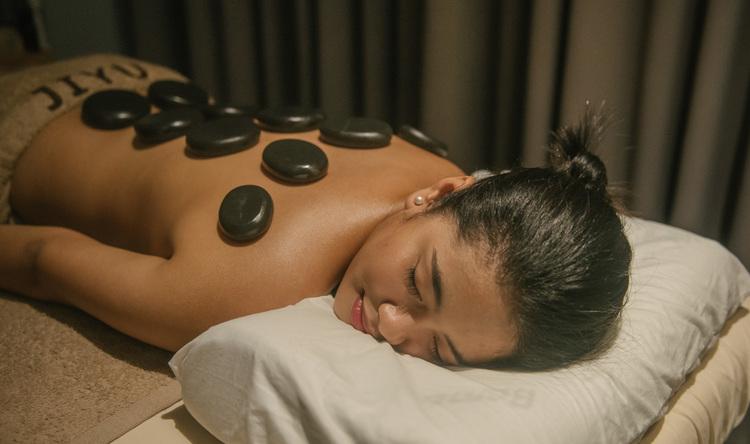 Hot Stone Massage (60 minutes)